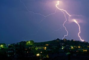 Thunderstorm over the hooD by zewlean