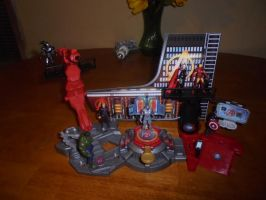 AVENGERS PLAYSET WITH FIGURES by TMNTFAN85