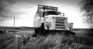 Ghostly Truck by GambllingYouth