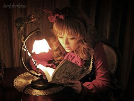 Bookworm by harlyharlekin