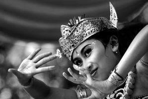Traditional Bali Dance by miduntramp