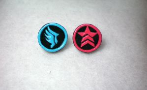 Mass Effect Earrings by stevoluvmunchkin