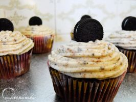 Cookies and Cream Cupcakes by cakecrumbs