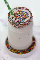 Cake Batter Milkshakes {3 Ingredients Recipe} by theresahelmer