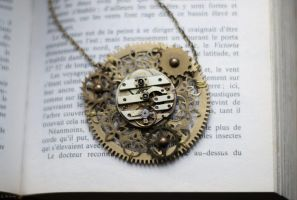 Steampunk pendant by MemOclock