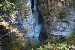 Maligne Canyon by AwesomeNeko