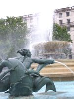 fountain at trafalgar Square by cassiwoo