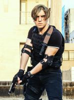 Leon Kennedy Cosplay (Resident Evil) by SPARTANalexandra