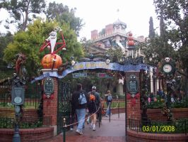 Into Haunted Mansion Holiday by foxanime101