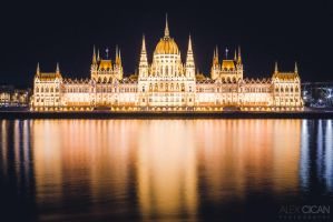The Parliament at Night by sican
