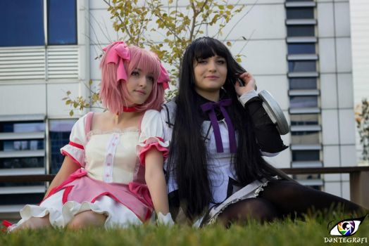Madoka and Homura Cosplay by DEATHNOTE---L