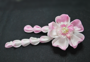 Little Lovely. Sakura hand dyed tsumami kanzashi. by hanatsukuri