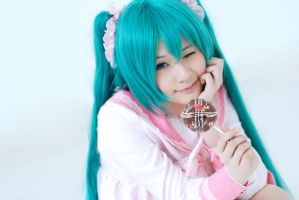 Miku - LOL by Onnies