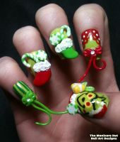 Grinch Movie Nails by manicabana