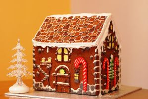 Gingerbread chalet by LamieG