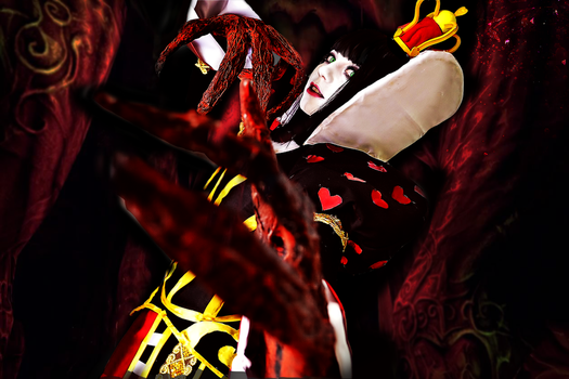 Queen of Hearts - ALICE MADNESS RETURNS Cosplay by goldenhysteria