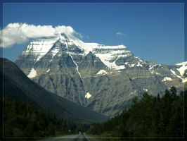Mount Robson by akrasiel