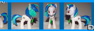 Custom Pony: DJ-pon3 by frostfire14