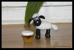 Shaun the sheep and the beer by Ylvanqa
