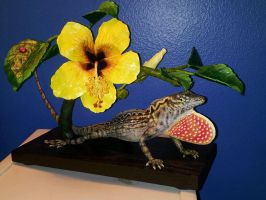 brown anole with hibiscus flower sculpture by twyliteskyz