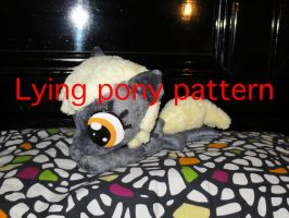Lying pony pattern by nfasel