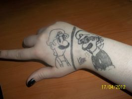 .:OMG Luigi is in my hand:. by Miapon