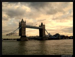 Tower Bridge by nnIKOO
