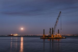 Moonlight in Lisboa Harbor by Stilfoto