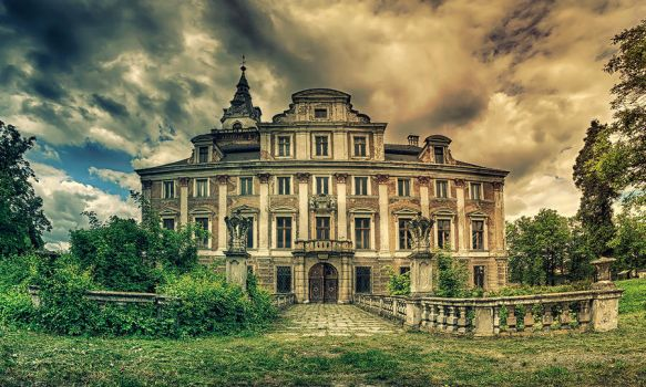 Haunted Manor by PatiMakowska