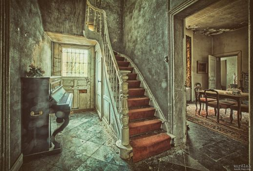 Piano Placement Disorder by szydlak