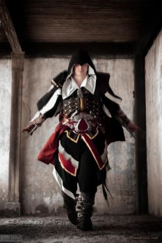 Master Assassin Armor of Altair by pixiekitty