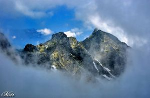 Mountains in the mist. by miirex