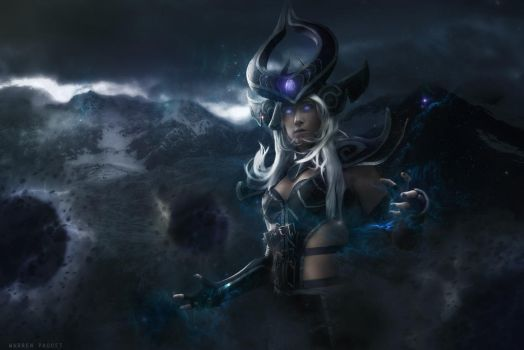 Syndra, the dark sovereign cosplay by Bahamut95